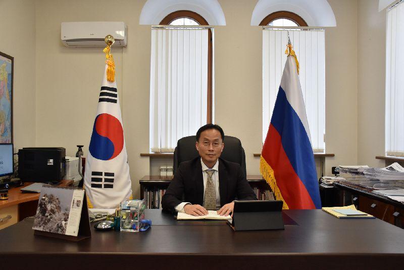 Генеральный консул Республики Корея в г. Владивостоке О Сунг Хван: На госслужбе необходимо смотреть в будущее и управлять временем