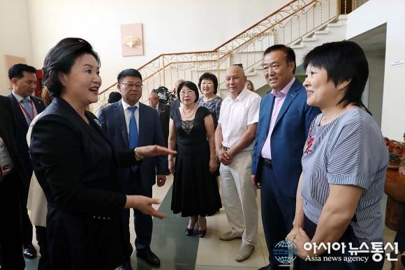 Супруга президента Республики Корея посетила Корейский культурный центр и памятник герою-патриоту Ли Сан Соль в г. Уссурийске